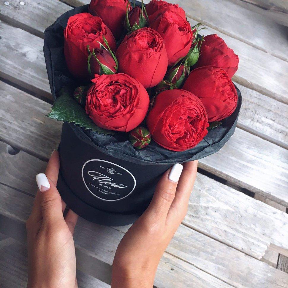 "Шляпная коробка Demi ""Роза Red Piano"" BLVCK FloraDelivery"