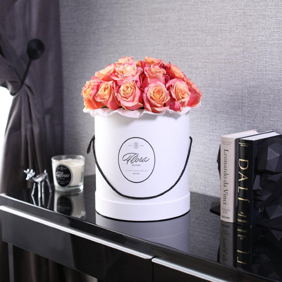 """Шляпная коробка Grand """"Розы 3D"""" WHITE FloraDelivery"""